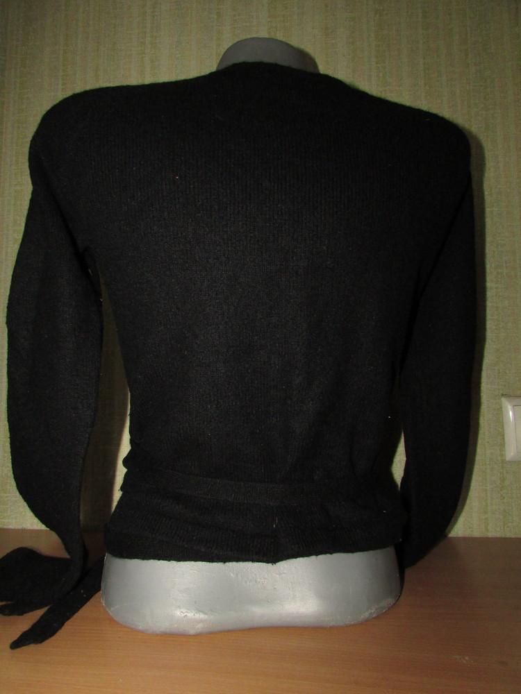 Черная кофта накидка на завязках с вышивкой. фото №2