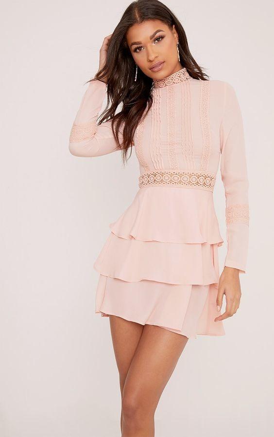 Prettylittlething шикарное пыльно-розовое платье с кружевом, р.16 фото №1