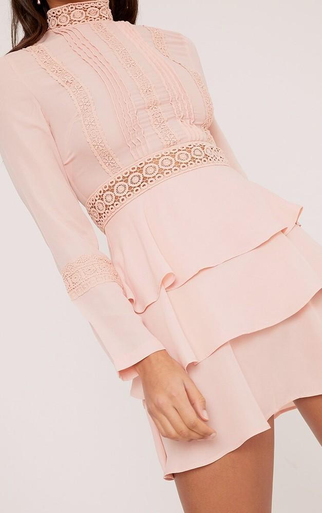 Prettylittlething шикарное пыльно-розовое платье с кружевом, р.16 фото №3