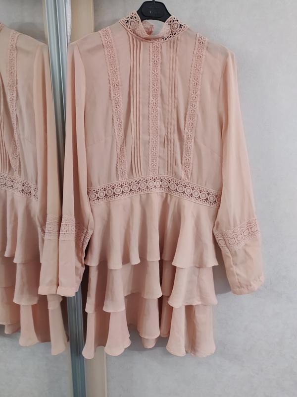 Prettylittlething шикарное пыльно-розовое платье с кружевом, р.16 фото №6