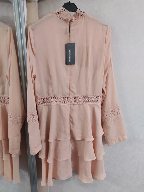 Prettylittlething шикарное пыльно-розовое платье с кружевом, р.16 фото №7
