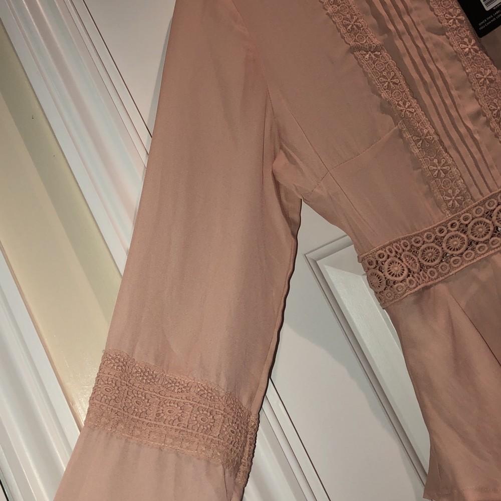 Prettylittlething шикарное пыльно-розовое платье с кружевом, р.16 фото №9