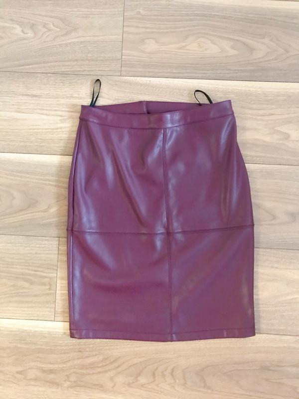 Юбка миди, юбка эко кожа, облегающая юбка, юбка вишневого цвета,vila,юбка карандаш фото №2