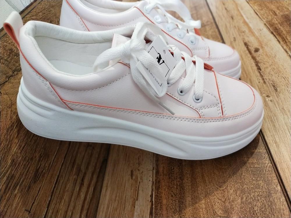 Стильні жіночі кросівки фото №1
