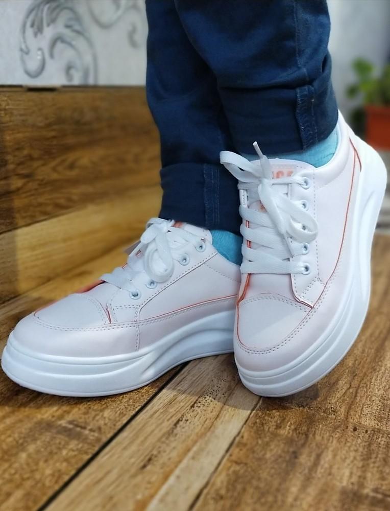 Стильні жіночі кросівки фото №2